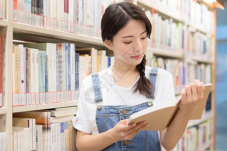 图书馆阅读学习人像图片