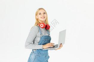 外国美女电脑学习图片