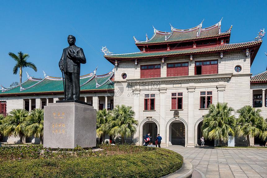 厦门大学校史馆陈嘉庚雕像图片