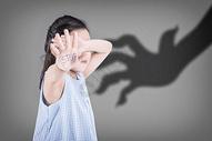 害怕的儿童图片