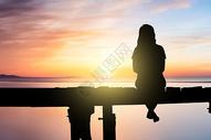 看夕阳的女孩图片