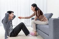 亲密情侣中秋节吃月饼图片