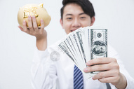 商务男性金融理财图片