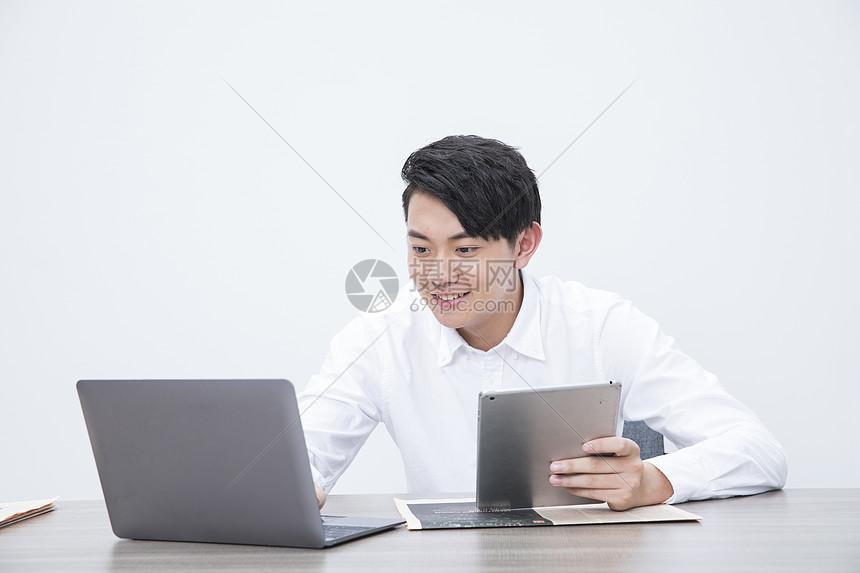 商务男性工作图片