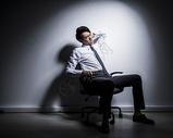 男性职场压力图片