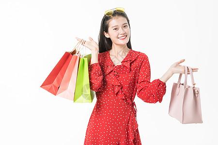 青春美丽女性提包购物图片