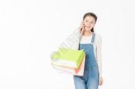 青春大学生购物打电话图片