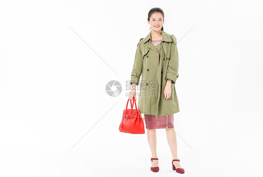 美女提包购物图片