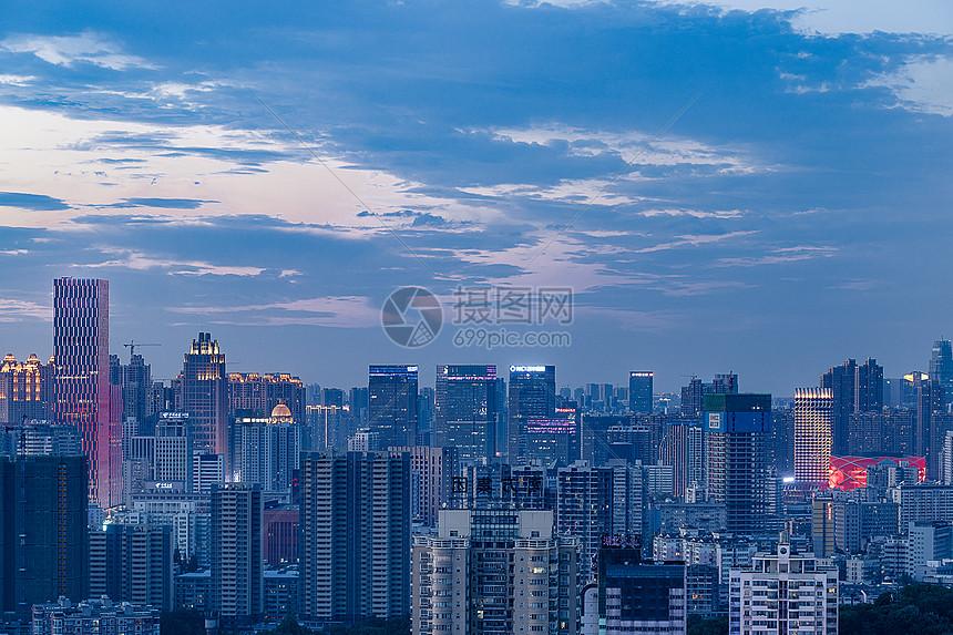 江城城市天际线图片