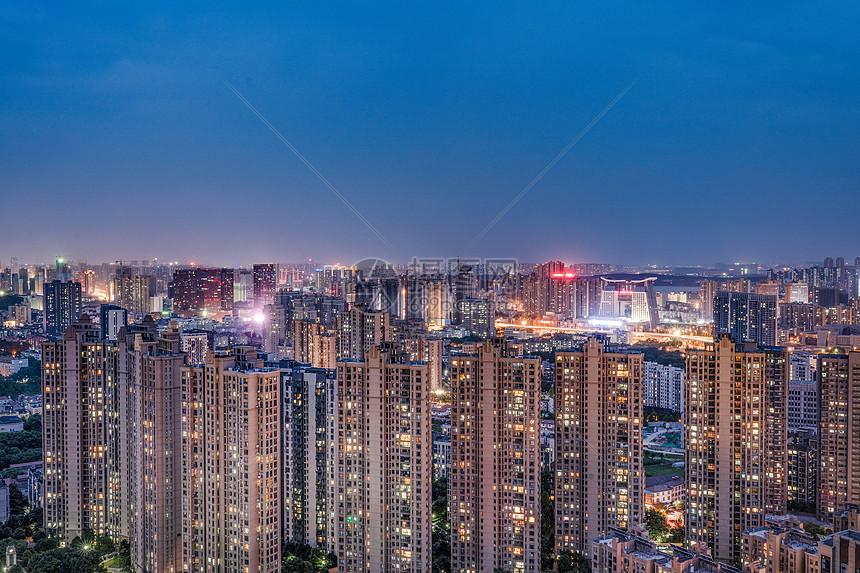 灰调夜景建筑图片