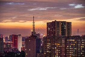 夕阳下的电视塔图片