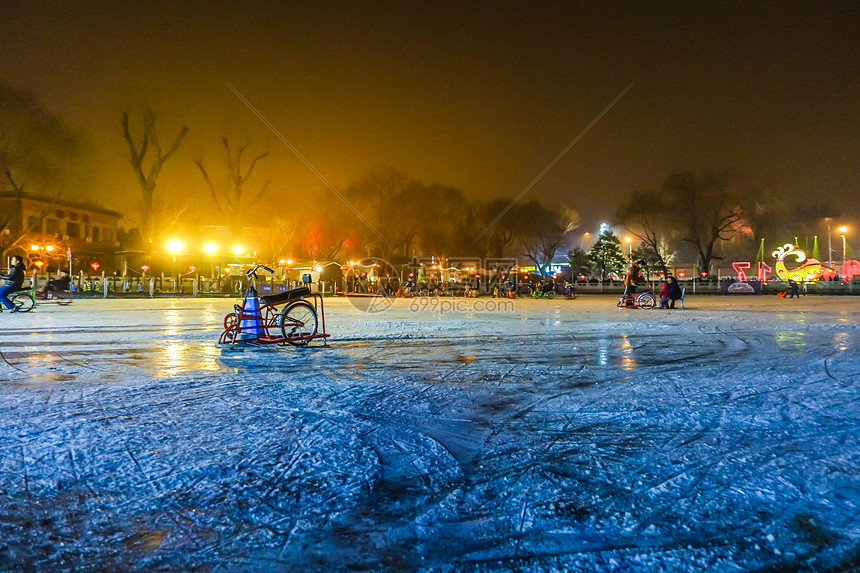 冬季北京北海公园花湖滑冰场 图片