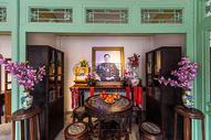 北京老舍故居四合院院内展览老舍像图片
