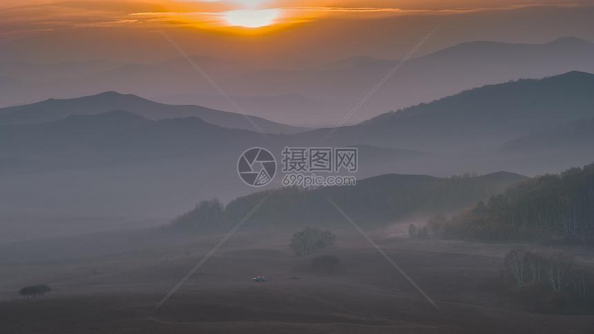 内蒙古坝上晨雾图片
