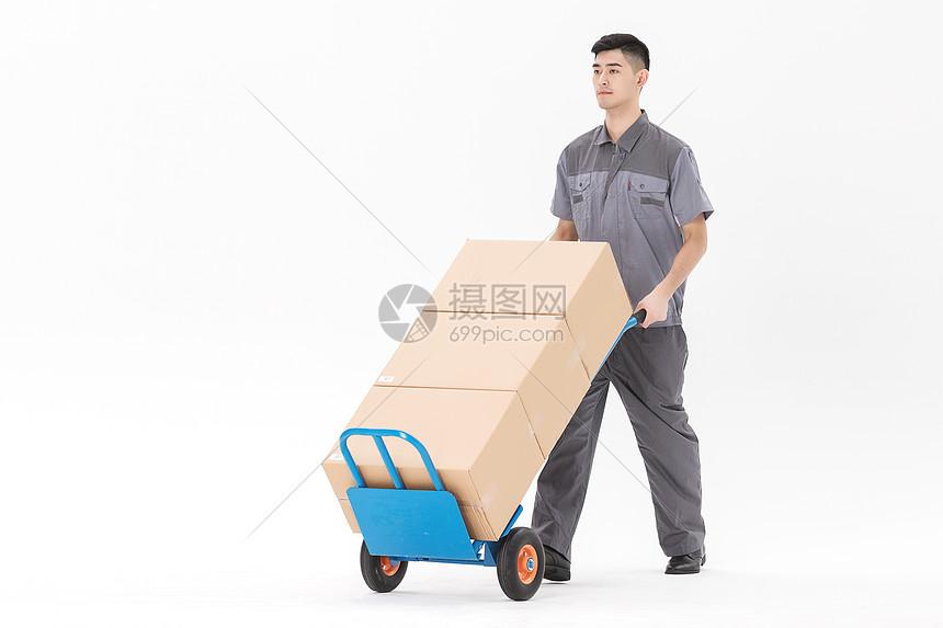 快递物流男性工作状态图片