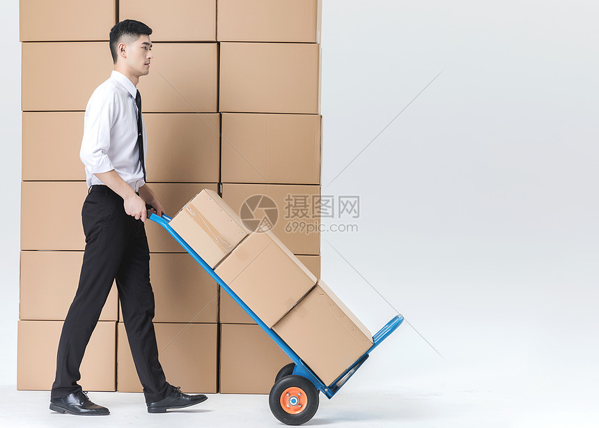 仓储货运男性推推车图片