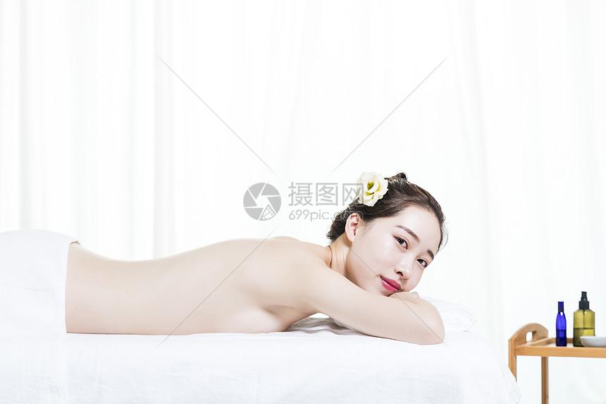 在spa中的女性图片