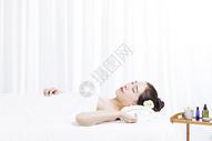 在spa中的女性501040394图片