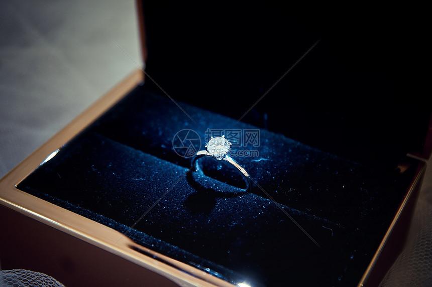 婚礼结婚钻戒图片
