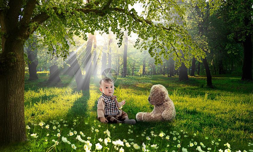 森林里玩耍的孩子图片