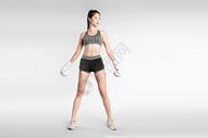 戴拳套的健身美女图片