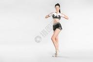 戴拳套的健身美女501041990图片