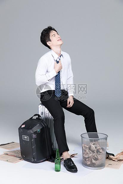 压力的商务男青年图片