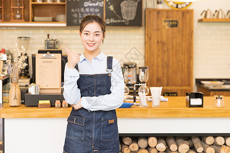 咖啡馆女性服务员举大拇指图片