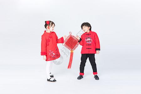 新年儿童手拿中国结拜年图片