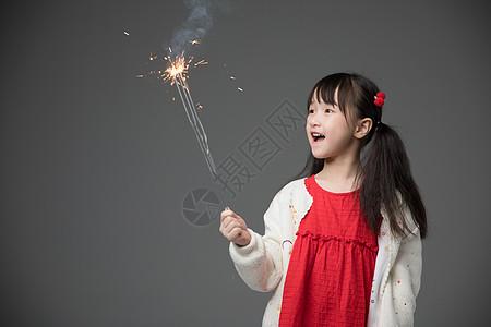 放烟花的小女孩图片