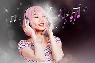 戴耳机的美女广告图图片