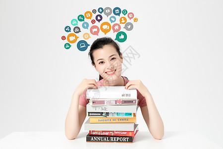 阅读女孩图片
