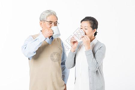 恩爱的老年夫妻喝水图片