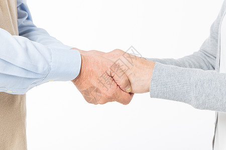 老年夫妻握手特写图片