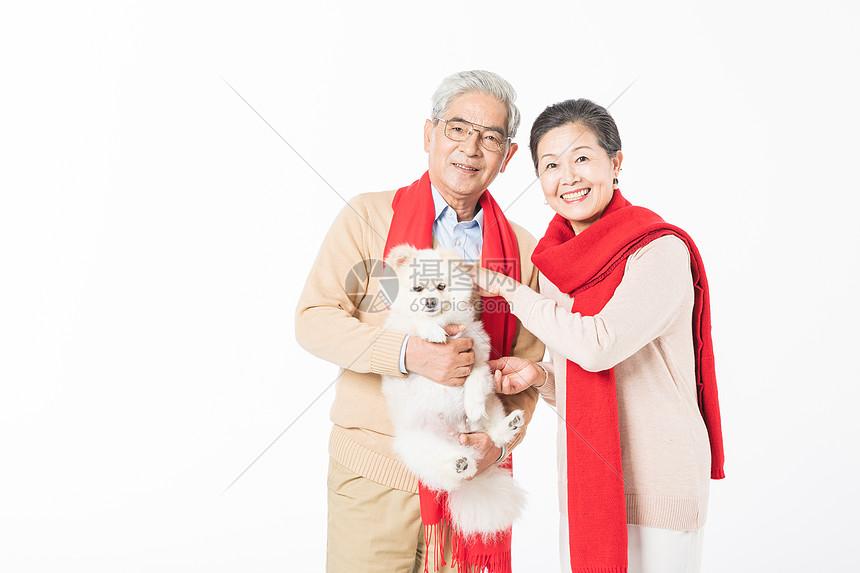 恩爱老年夫妻与宠物图片