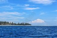 马来西亚碧海蓝天下的美人鱼岛图片