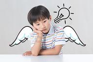 思考问题的儿童图片