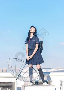 清新美女在天台图片