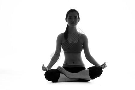 瑜伽女性剪影图片
