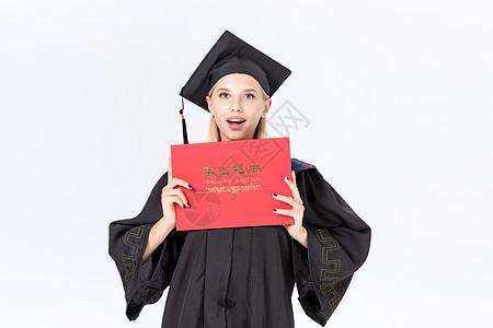 留学生拿毕业证书图片