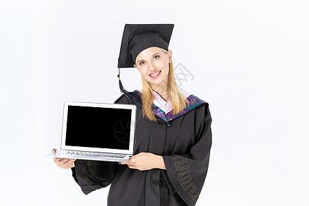 留学生手拿电脑图片