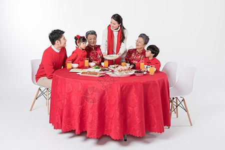一家人吃年夜饭图片