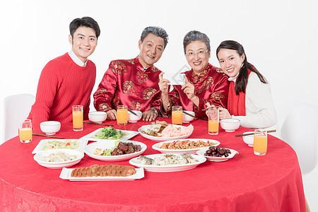 一家人吃饭拍照图片
