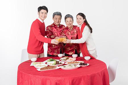 一家人过新年吃年夜饭图片