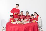 春节年夜饭团圆聚餐图片