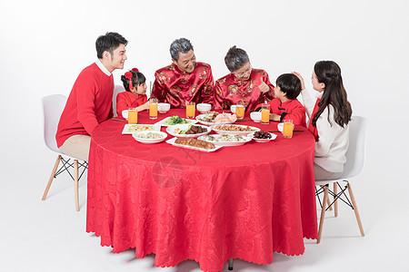 新年家庭年夜饭图片