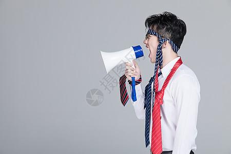 愤怒的职场白领图片