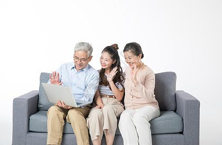 女儿陪伴父母一起视频图片
