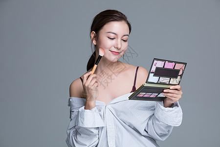 年轻美女化妆图片