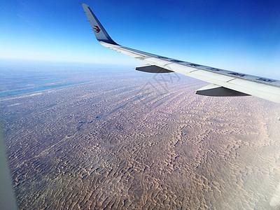 大美新疆飞机掠过沙漠图片